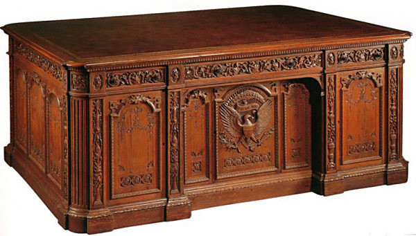 600_oval-office-resolute-desk